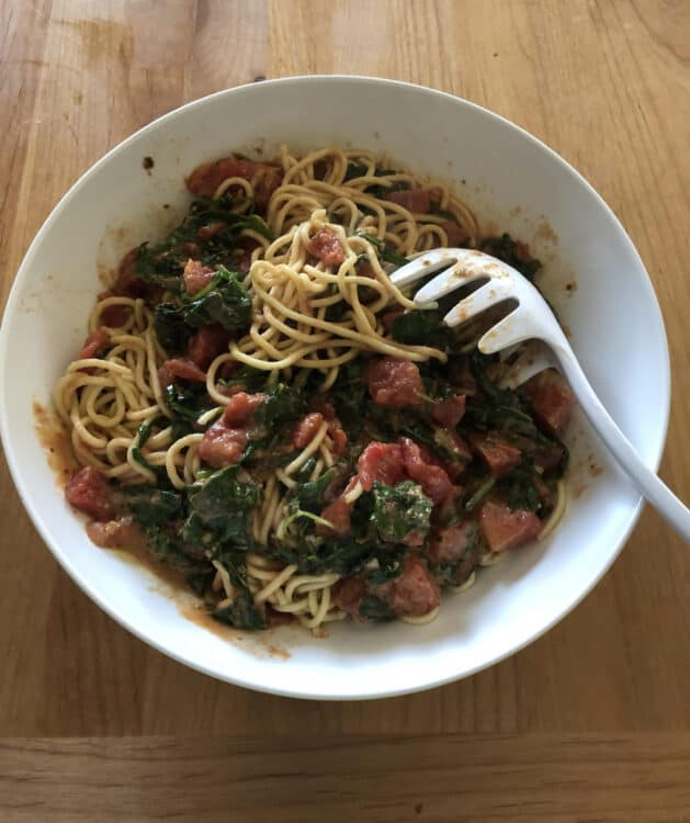 easy pasta sauce on noodles