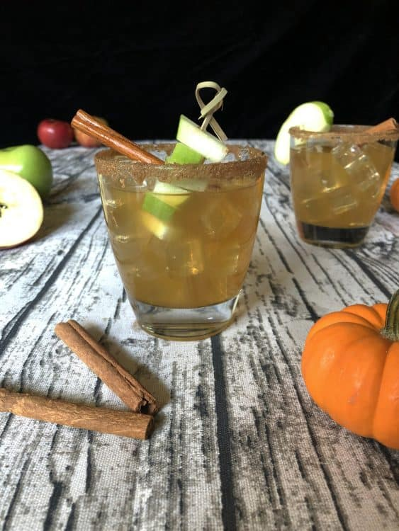 apple cider vodka drinks with apples and cinnamon