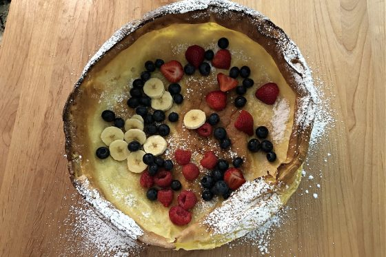 Fruit filling in the Dutch baby