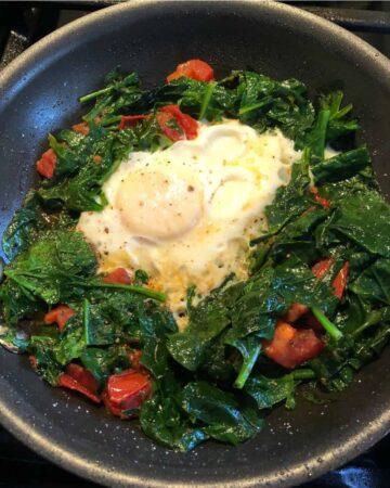 Superfood egg in a skillet